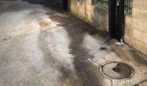 老朽化した駐車場